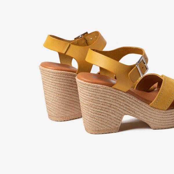 Sandalia Tiras Cruzadas Ante Amarillo- Nueva Colección